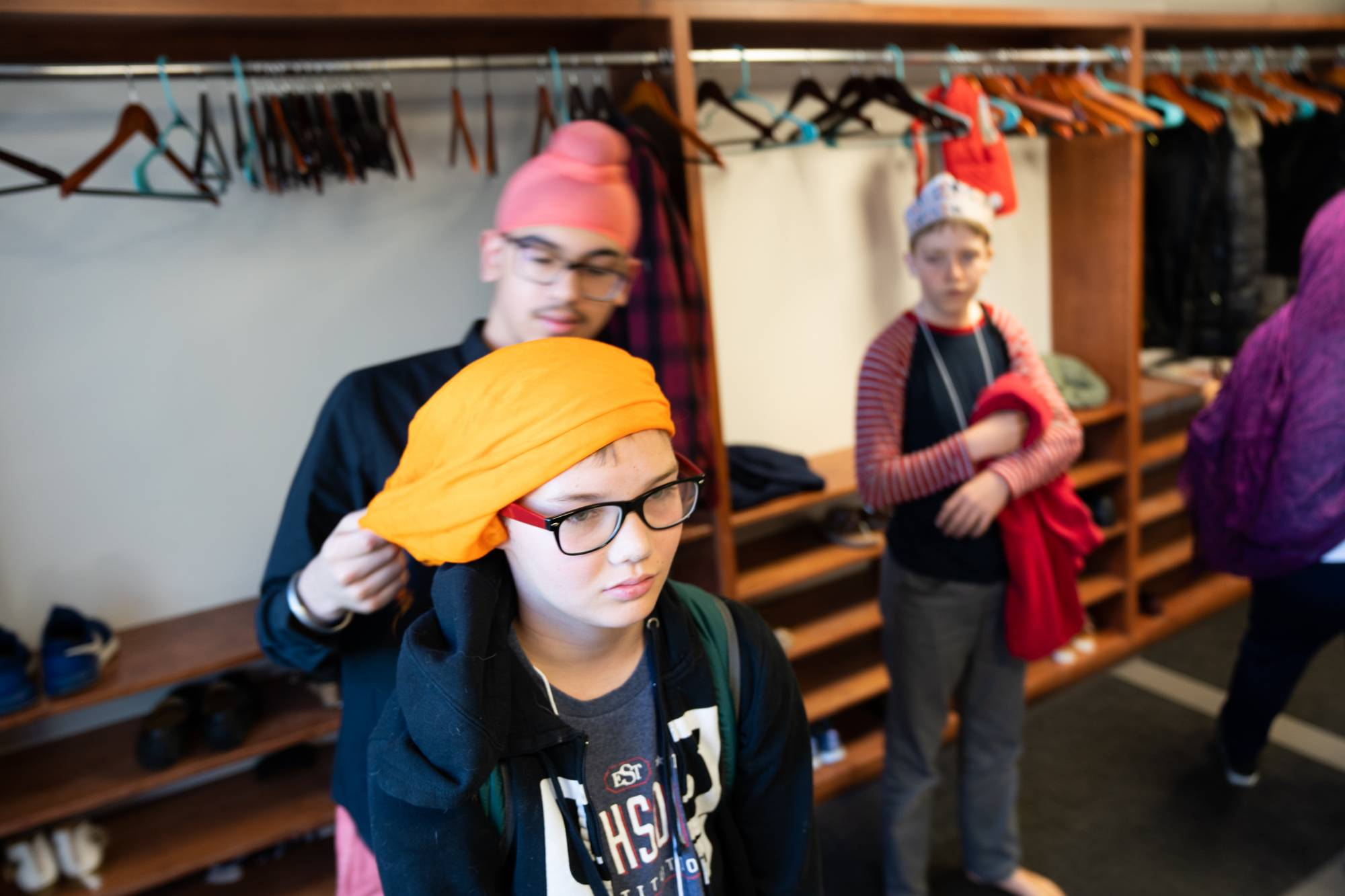 Student receiving a Sikh turban during site visit